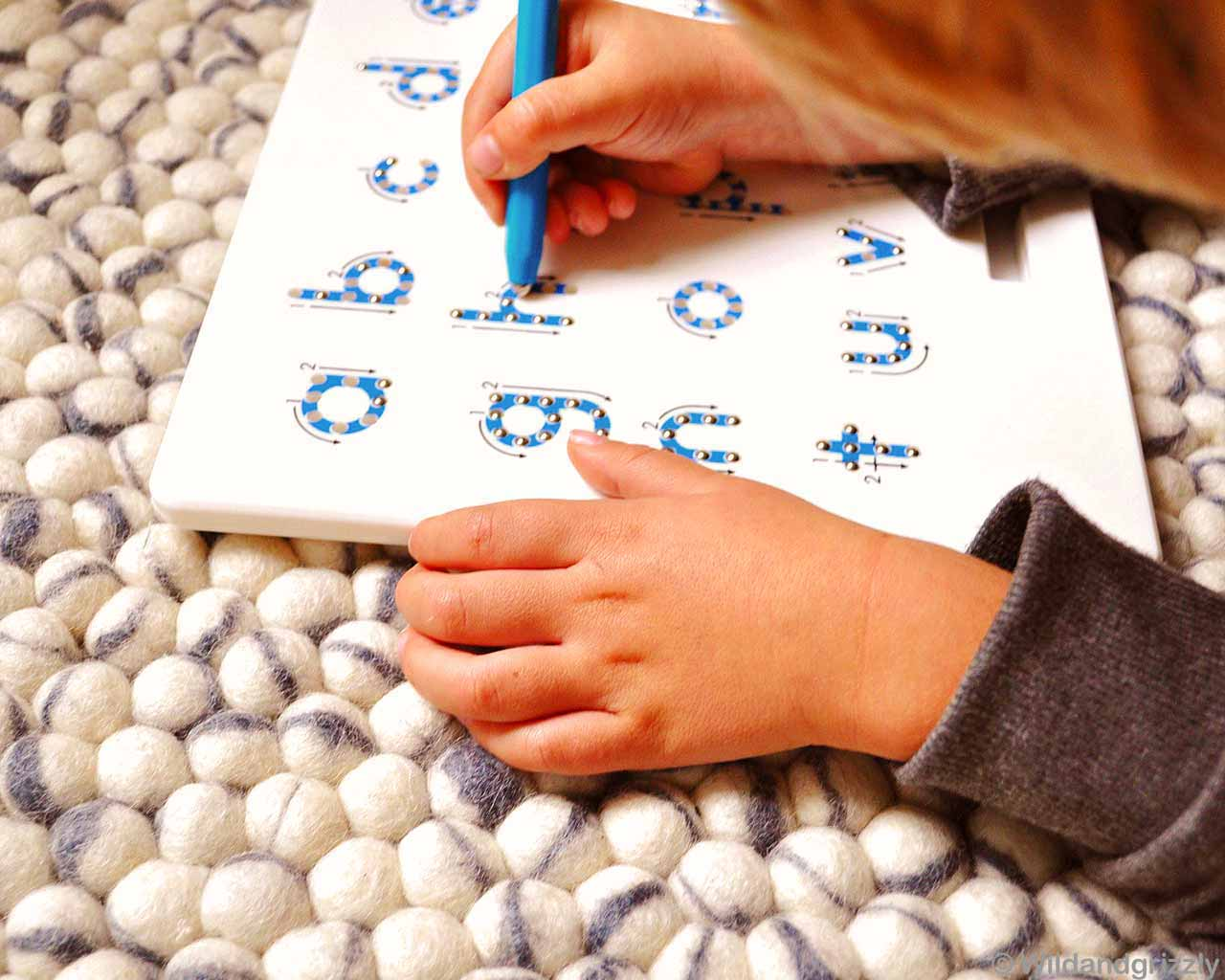 child learning write soft wool balls 1