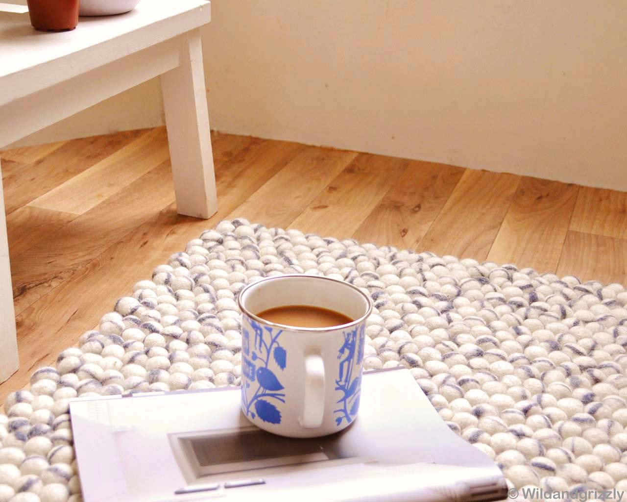 coffee table floor rugs magazine wood white grey 1