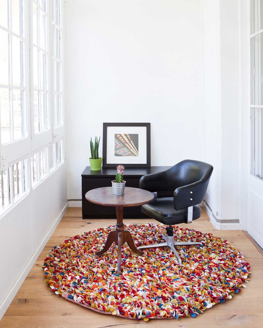 black chair barcelona apartment designer