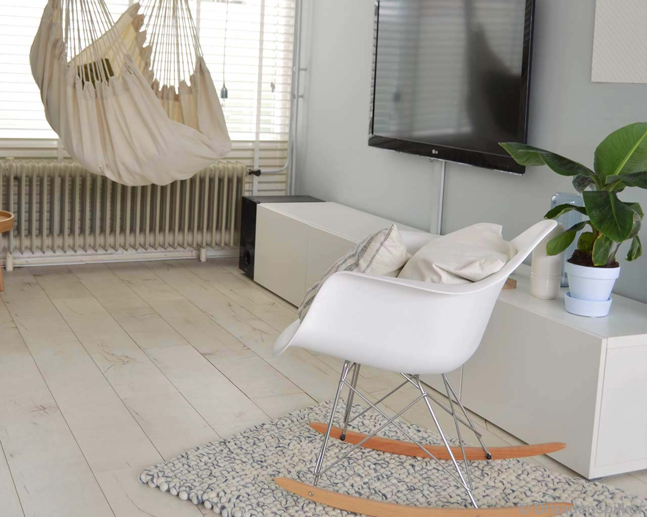 white rocking chair tv hammock carpet 1